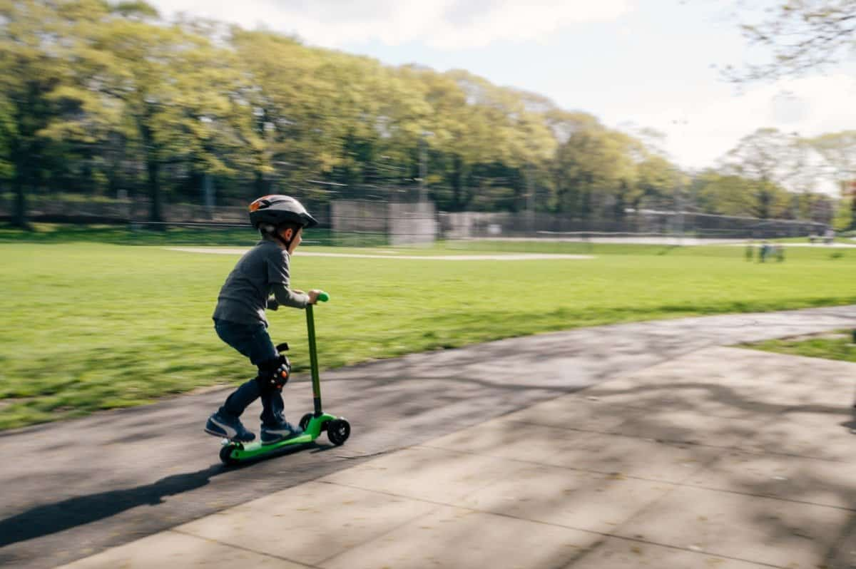 encourage kids to scoot to school